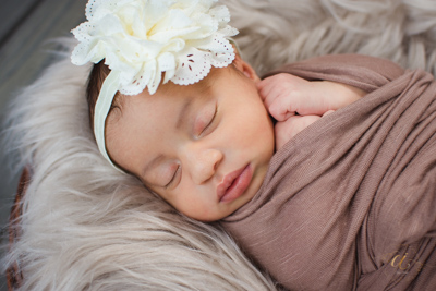 picking out all the little wraps and headbands we would use on her plus my newest boat prop check out some of the images from her sweet session here - Sweet Baby Girl